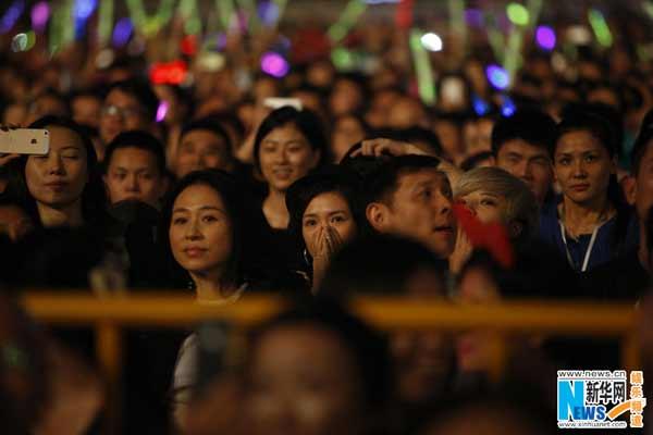 """11月9日晚,汪峰""""存在""""巡演在上海体育场开唱,章子怡意外现身观众席,汪峰近10分钟告白示爱。"""