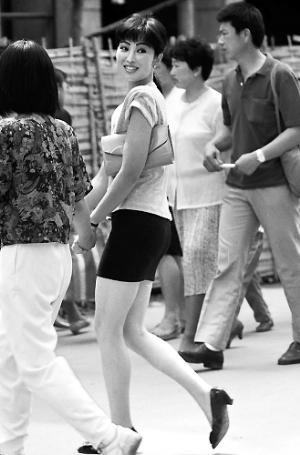 新华社刊老照片:22年前短裙女孩现身(图)