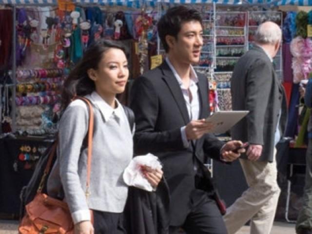 王力宏(右)被发现4月带女友(左)到牛津演讲。(台媒图)
