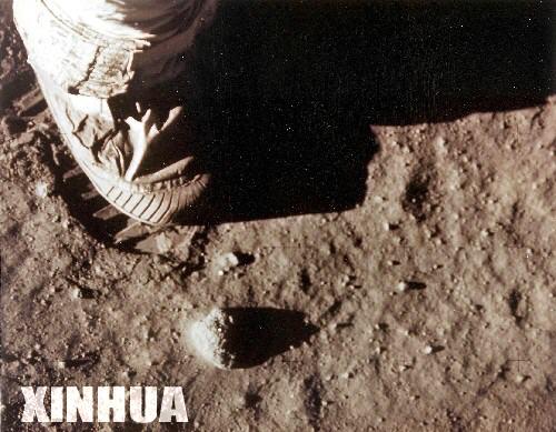 تاريخ سعي الإنسان للوصول إلى القمر