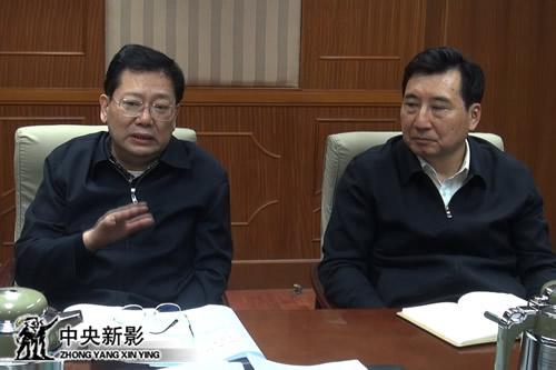 国务院三峡工程建设委员会办公室主任聂卫国(左)、国务院三峡工程建设委员会办公室副主任卢纯(右)参加会议