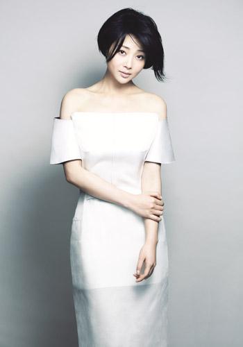 演员殷桃素颜正面照