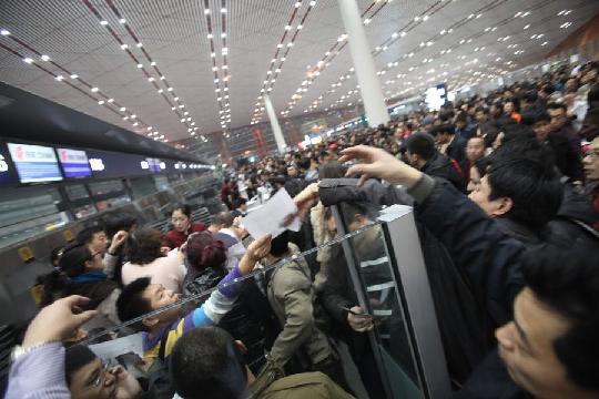 一到春节等重大节假日,航空机票退改签难的问题就凸显出来。