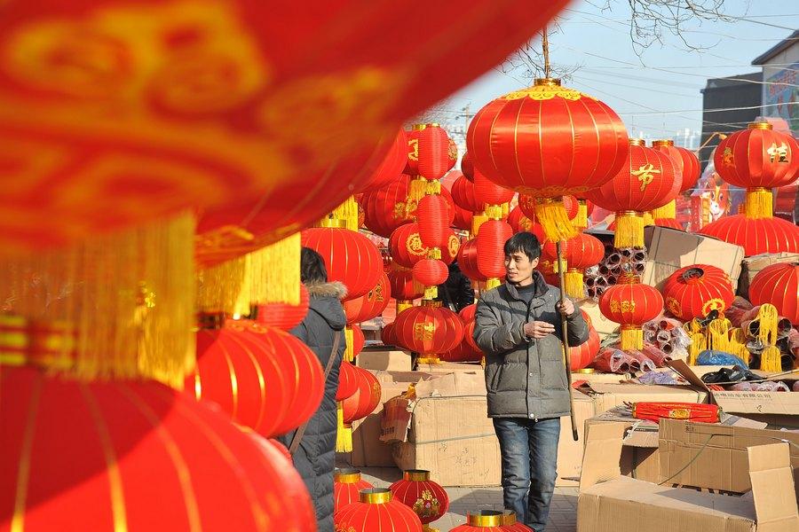 أجواء احتفالية بعيد الربيع في أسواق صينية