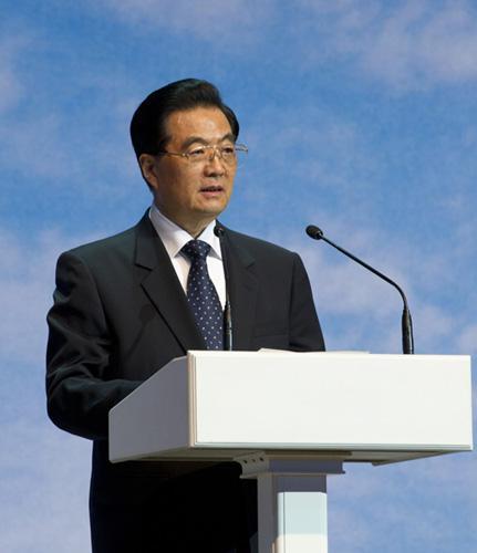 2011年6月16日,中国国家主席胡锦涛出席《中俄睦邻友好合作条约》签署10周年庆祝音乐会并致辞。