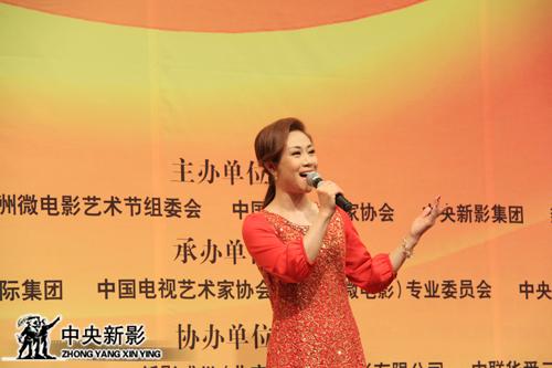 中国煤矿文工团歌唱演员李娜现场演唱