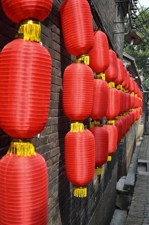 人喜欢红色 红色代表着喜 挂红灯笼代表喜事好事吉事