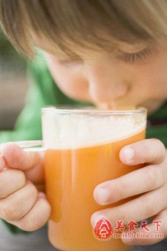 怎样给宝宝选购健康果汁