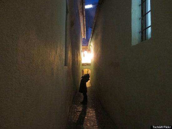 """游走趣味""""羊肠小道"""" 发现意大利最窄小巷"""