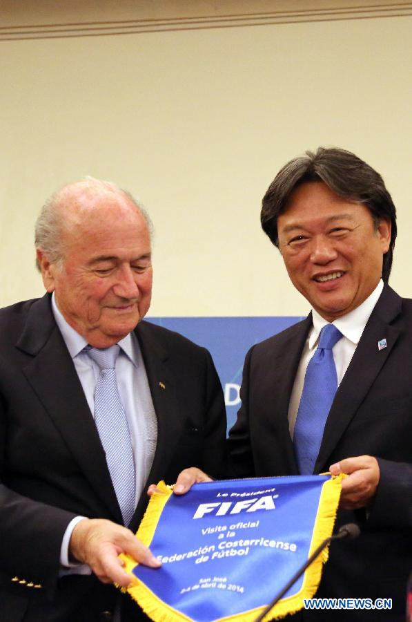 FIFA President Joseph Blatter (L) and the President of Costa Rica