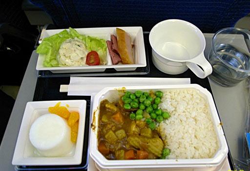 鸡肉饭、牛肉饭是国内飞机餐不变的菜单