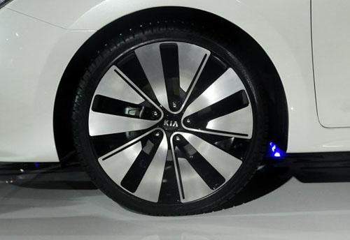 起亚K4概念车首发