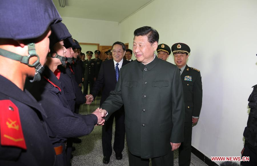 Chinese President Xi Jinping (R) meets with soldiers of the Chinese People