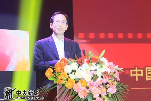 丝瓜成版人性视频app中国电视艺术家协会分党组成员、副秘书长范宗钗代表主办方宣读文件