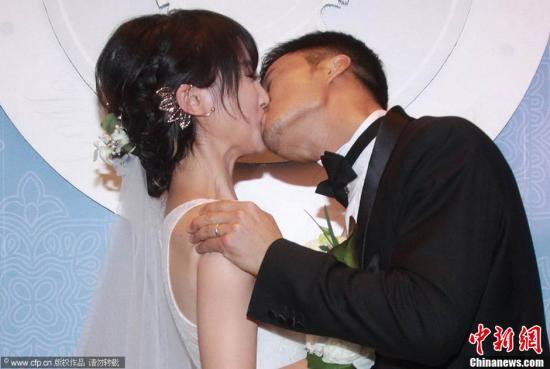 吴京完婚宣布妻子已怀孕:生男孩就叫吴所谓_