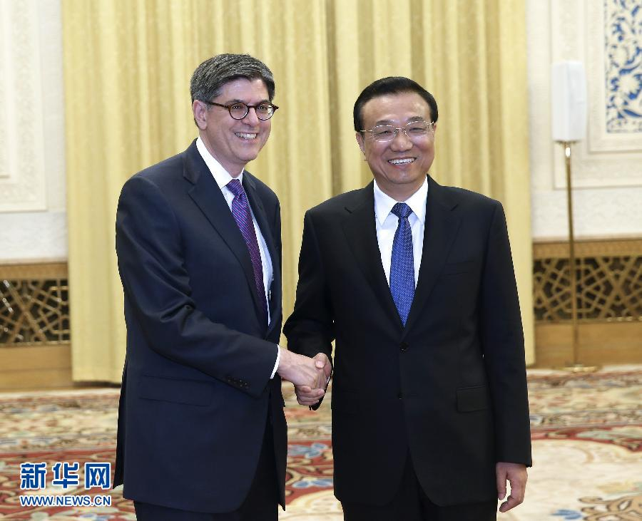 Premier Li Keqiang receiving the Treasury Secretary at the Great Hall of the People.