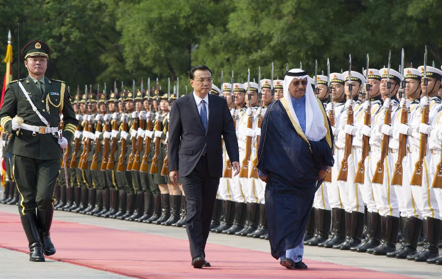 Chinese Premier Li Keqiang holds a welcoming ceremony for Kuwaiti Prime Minister Sheikh Jaber Al-Mubarak Al-Hamad Al-Sabah before their talks in Beijing, capital of China, June 3, 2014. (Xinhua/Huang Jingwen)
