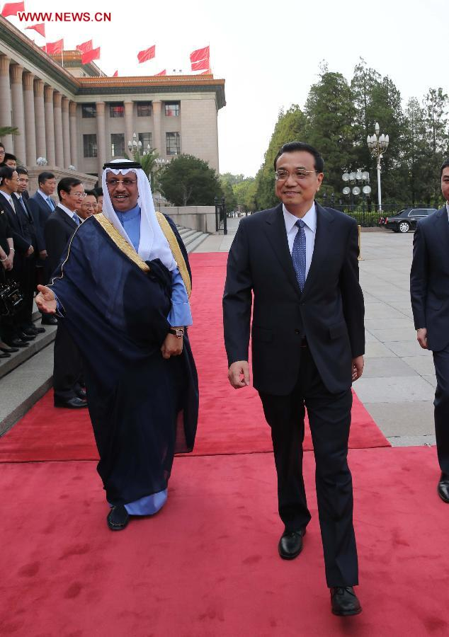 Chinese Premier Li Keqiang (R, front) holds a welcoming ceremony for Kuwaiti Prime Minister Sheikh Jaber Al-Mubarak Al-Hamad Al-Sabah (L, front) before their talks in Beijing, capital of China, June 3, 2014. (Xinhua/Liu Weibing)