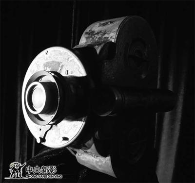 """陈列在中国电影博物馆的伊文思送的""""埃姆""""摄影机"""