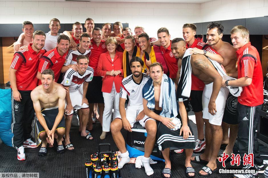 德国默克尔更衣室和球员狂欢组图 粤语