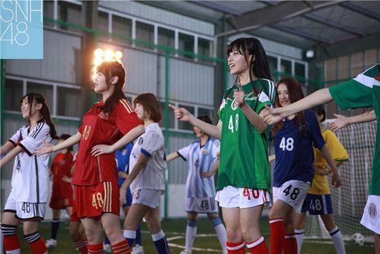 NH48穿各国球服火热世界杯-SNH48趁世界杯热潮 推出最新单曲 足