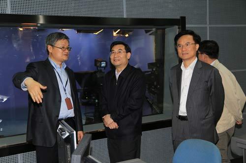 浙江省委常委、组织部长 胡和平(左二)