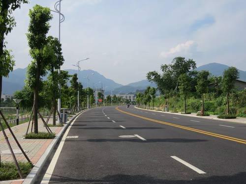 新建成的环城公路