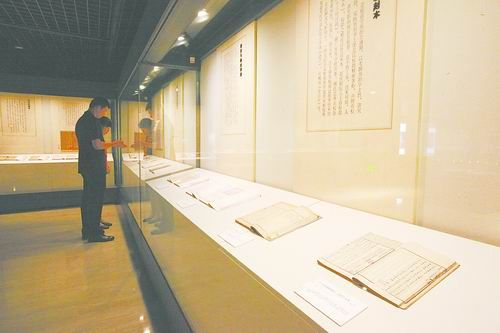 Rare pieces of Chinese classical books shown to public
