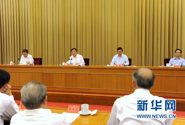 9月15日,党的群众路线教育实践活动理论研讨会在北京召开。中共中央政治局常委、中央党的群众路线教育实践活动领导小组组长刘云山出席会议并讲话。新华社记者 饶爱民 摄