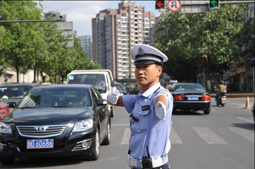 李惠川路面查验违法车辆