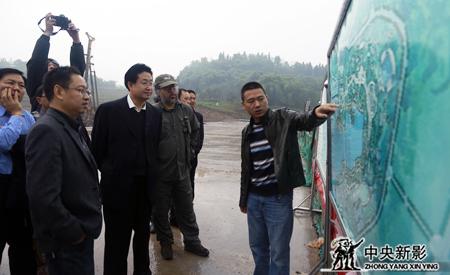 """剧组到正在建设的的""""峰烟三国""""项目现场采风考察"""