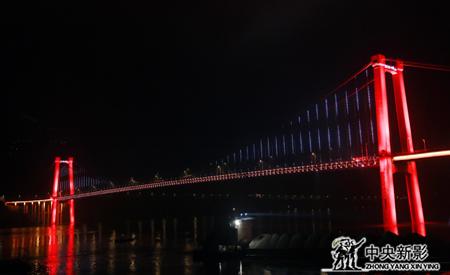 夜色中的忠县长江大桥