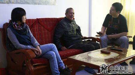 剧组到接待党和国家领导人最多的移民——黎祥源家中采访