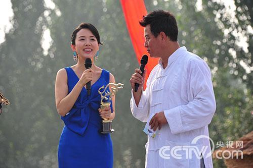 颜丹晨凭借《油菜花香》中周英一角获得最佳女主角