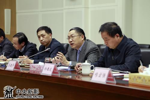 长江委副主任、总工程师马建华向组介绍长江委相关工作情况
