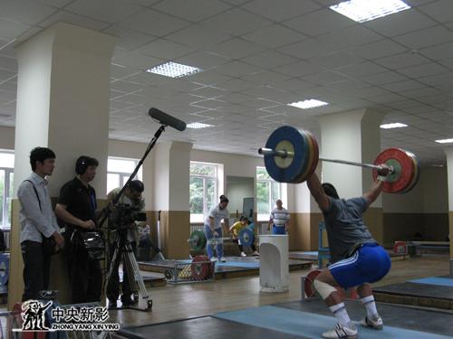 《缘聚羊城》摄制组在哈萨克斯坦拍摄