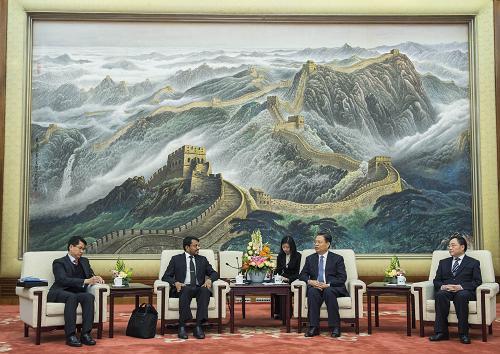 11月24日,中共中央政治局委员、中组部部长赵乐际在北京会见新加坡中高级官员学习交流访华团。新华社记者 王晔 摄