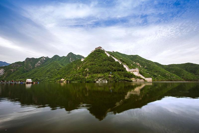 黄花城水长城:山川溶碧水