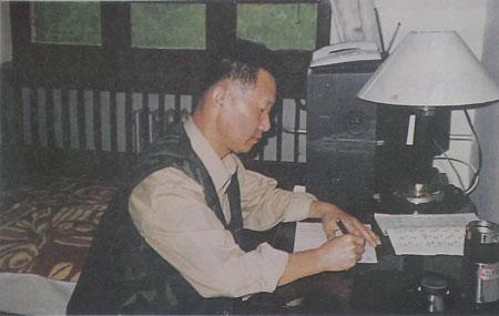 无论工作多么繁忙,杨业功都坚持学习