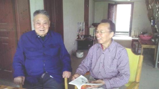 抗战老战士、老共产党员郭俊 胡敏摄