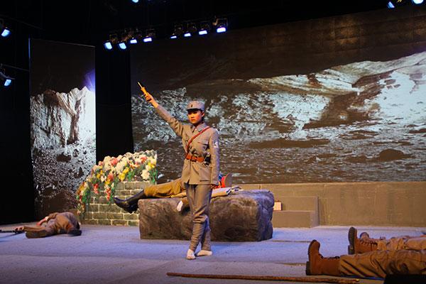 章丘市辛寨镇辛锐中学学生演出大型柳子戏《辛锐》剧照
