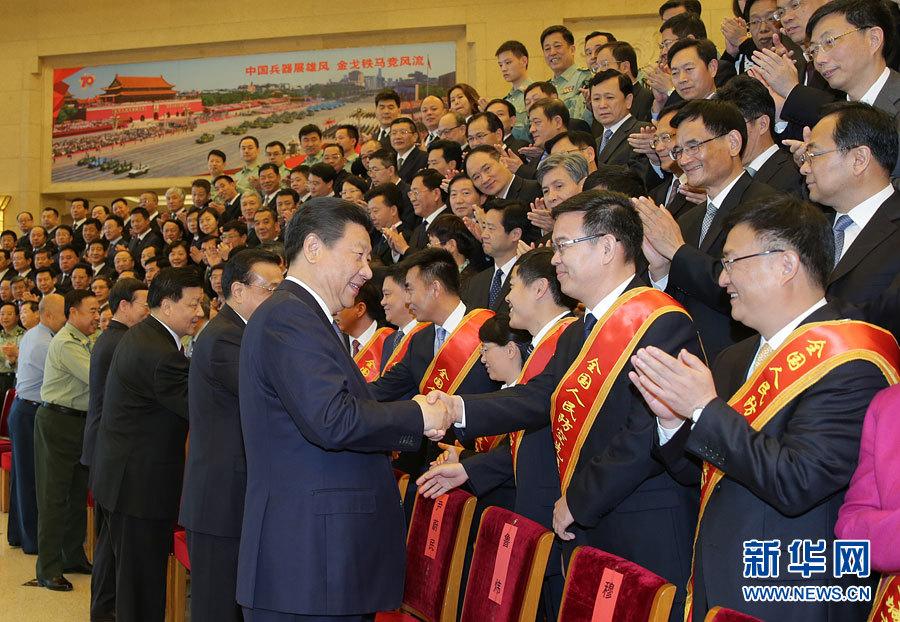5月13日,党和国家领导人习近平、李克强、刘云山、张高丽等在北京会见第七次全国人民防空会议代表。新华社记者 李刚 摄