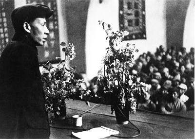 刘少奇起草《关于修改党章的报告》