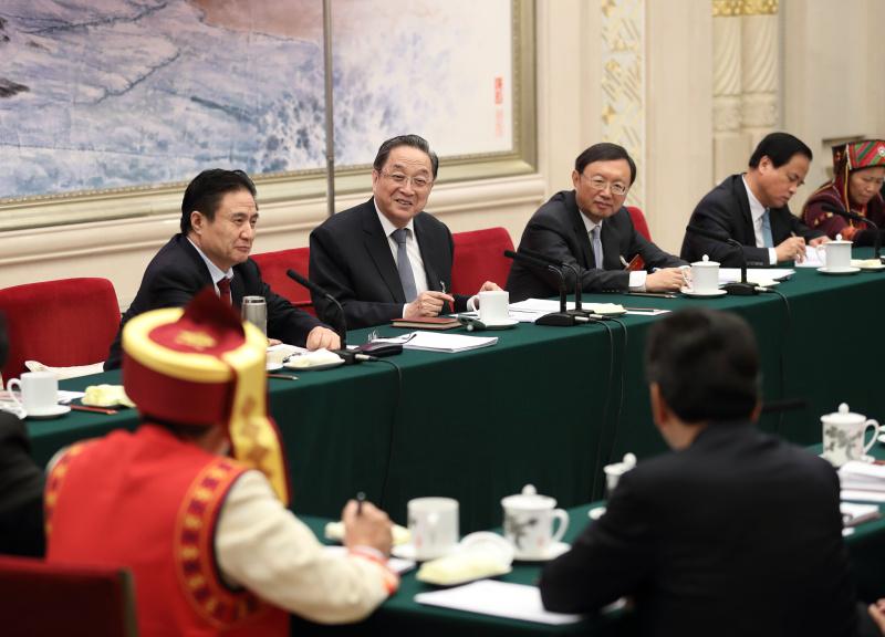 3月8日,中共中央政治局常委、全国政协主席俞正声参加十二届全国人大五次会议海南代表团的审议。