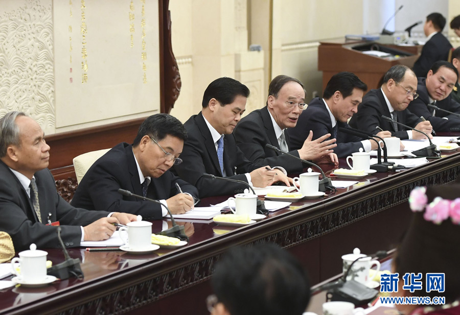 3月9日,中共中央政治局常委、中央纪委书记王岐山参加十二届全国人大五次会议云南代表团的审议。