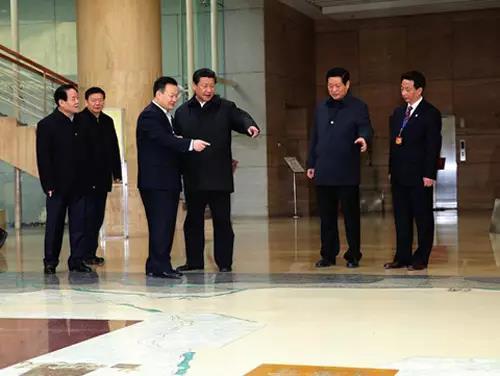 图为2015年2月15日,习近平总书记考察西安博物院。