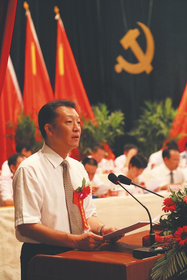 2011年7月16日,廖俊波在中国共产党政和县第十二次代表大会上作工作报告。李隆智 图