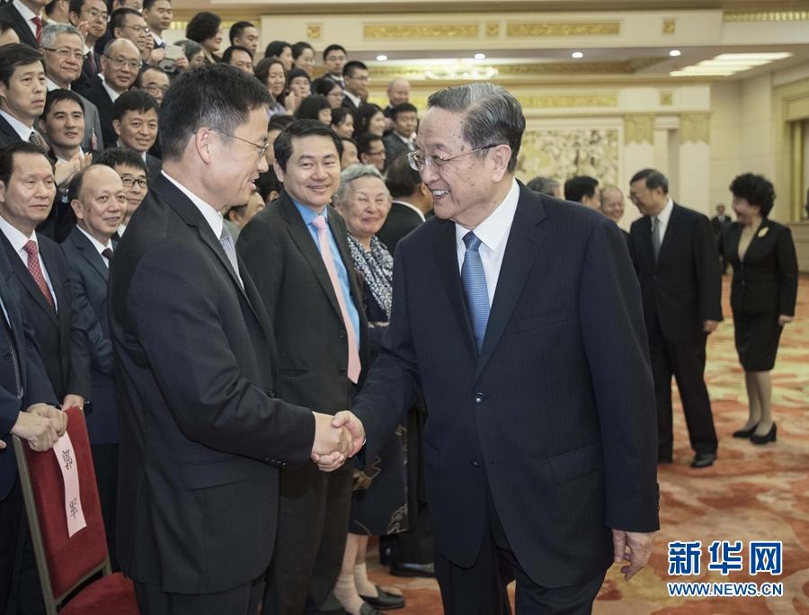 8月22日,中共中央政治局常委、全国政协主席俞正声在北京会见出席国务院侨办专家咨询委员会大会的全体代表,并发表讲话。
