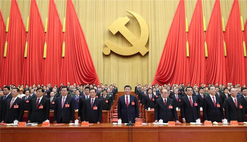 10月24日,中国共产党第十九次全国代表大会在北京人民大会堂胜利闭幕。这是习近平、李克强、张德江、俞正声、刘云山、王岐山、张高丽、江泽民、胡锦涛在主席台上。