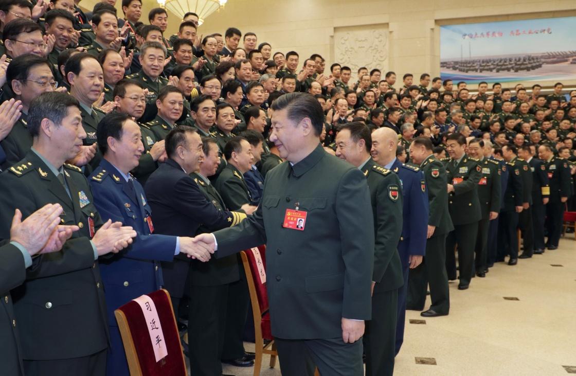 10月26日,中共中央总书记、国家主席、中央军委主席习近平出席在京召开的军队领导干部会议并发表重要讲话。这是会议召开前,习近平亲切会见出席党的十九大的解放军和武警部队全体代表、特邀代表、列席人员。